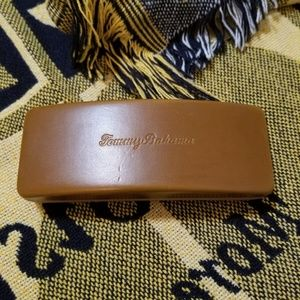Tommy Bahama Solid Glasses Case